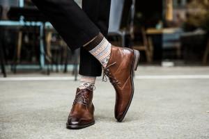 Férfi cipő a megfelelő zoknival